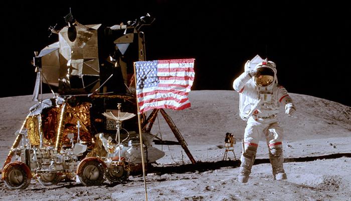 Charlie Duke auf dem Mond