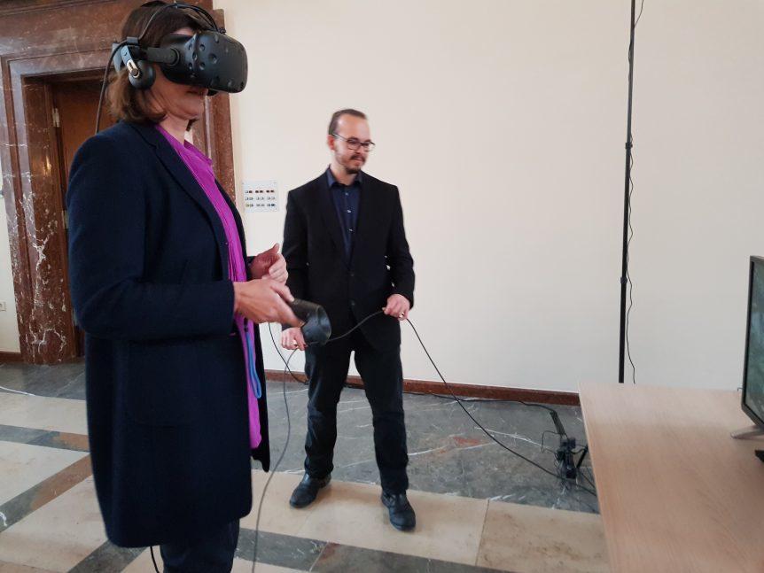 Ilse Aigner bei VR Dynamix