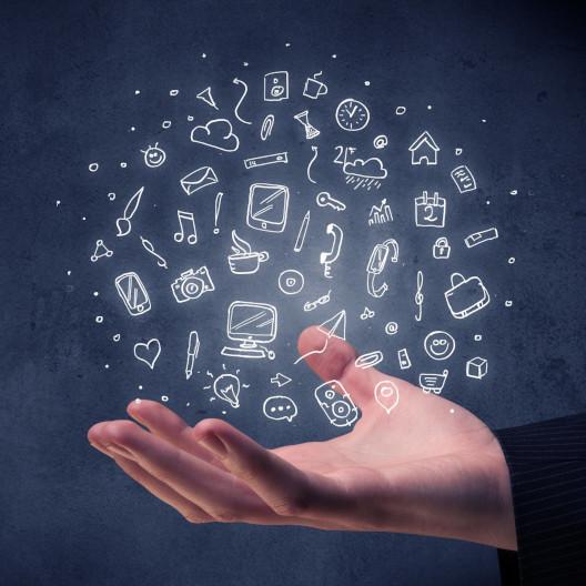 Hand mit virtuellen Marketing Symbolen